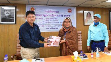 Photo of Information secretary focuses on 'new media'