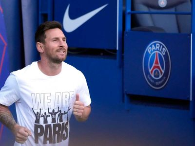 Messi's salary in PSG is 300 crore Taka a year!