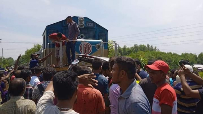Train-microbus collision leaves 3 dead in Moulvibazar
