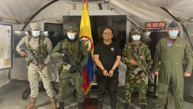 """Photo of Colombia's most wanted drug lord """"Otoniel"""" captured in jungle raid"""